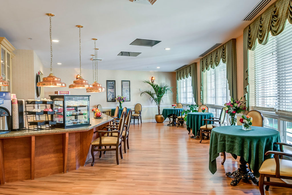 Brandywine Living at Reflections at Colts Neck bistro room