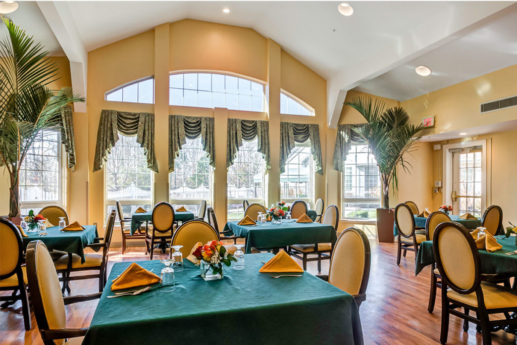 Brandywine Living at Reflections at Colts Neck dining rrom with tables and chairs