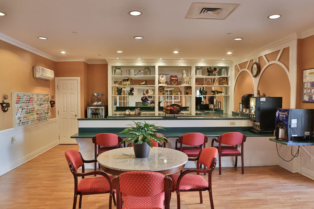 Brandywine Living at Mountain Ridge bistro dining room
